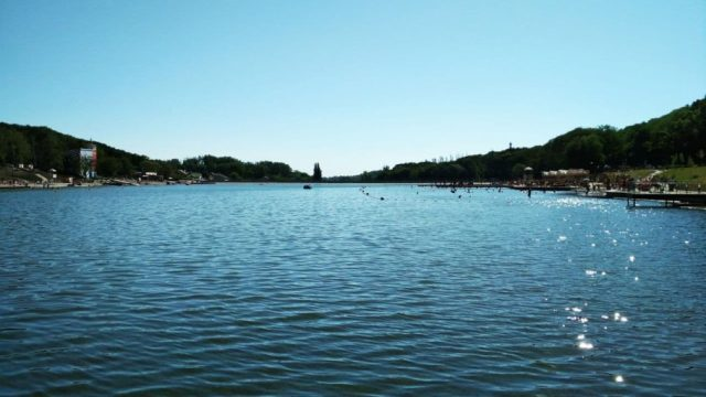 До конца недели закрыли пляжи Комсомольского пруда в Ставрополе