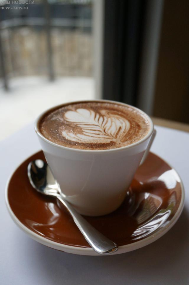 Бесплатным кофе угощают проголосовавших посетителей в кафе Кисловодска