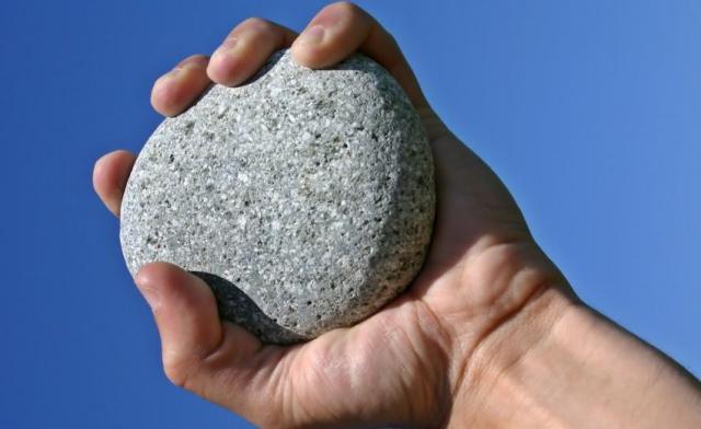 Ставрополец ударил продавца камнем из-за некачественной картошки