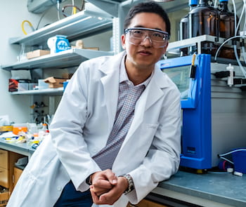 Rice University chemist Han Xiao and his colleagues have discovered a simple method to turn fluorescent tags on and off with visible light by switching one atom. (Credit: Jeff Fitlow/Rice University)