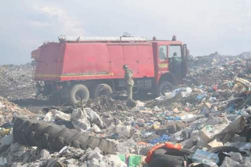 Incendiu la groapa de gunoi, stins în 3 ore