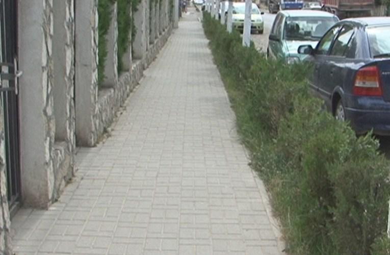 Se asfaltează trotuarele din Bogdan Dragoș-cartierul Bălcescu