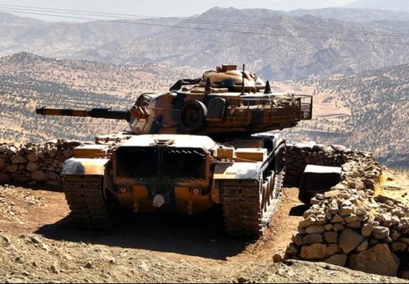 Турция направила 20 танков к сирийской границе