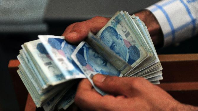 Стамбульская биржа: 1 доллар = 3 лиры