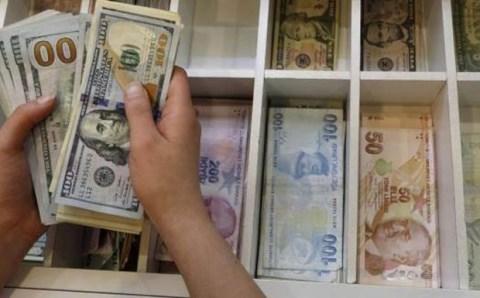 Доллар пробил потолок в 3 лиры
