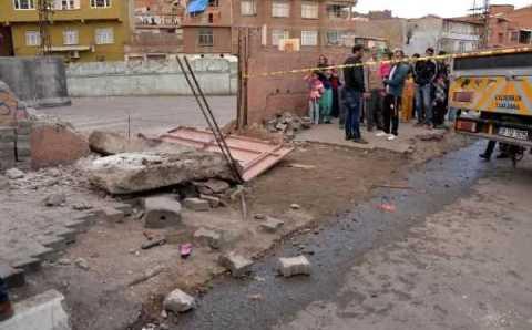 Под забором школы остались жизни 2 детей