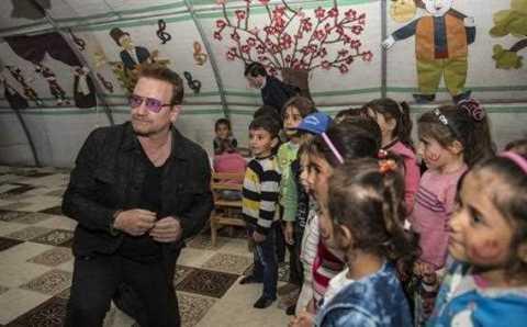 Боно из U2 посетил сирийский лагерь а Газиантепе