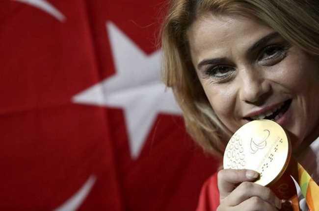Завоевала золото Паралимпиады, побив мировой рекорд