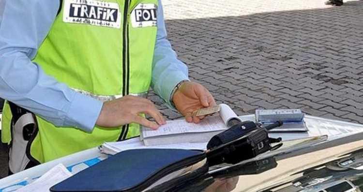 Водителям в Турции запретят курить за рулем