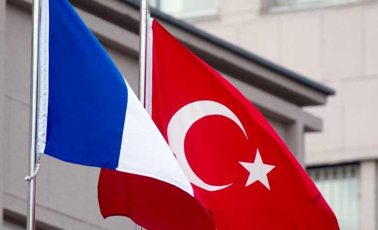 Франция вычеркнула Турцию из «красного списка»