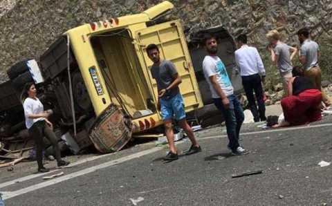 Автобус с туристами перевернулся в Мугле: 17 погибших