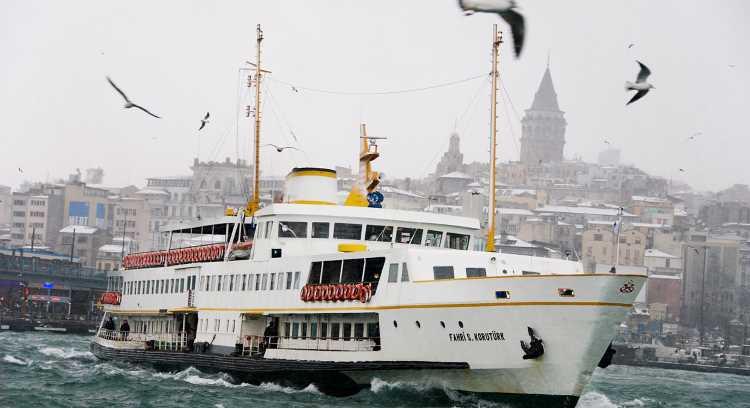 Туман приостановил сообщение через Босфор