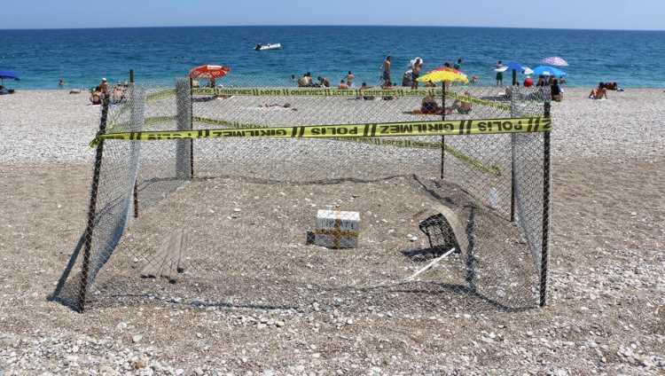 Необычная конструкция на пляже в Анталии