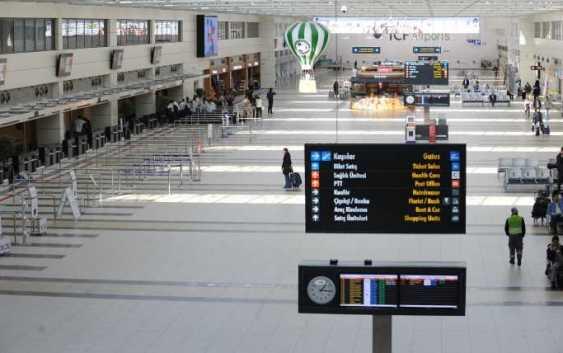 Двух немецких граждан задержали по прилету в Анталию