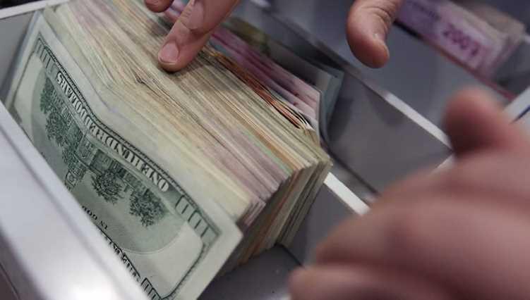 Евро показывает максимум, доллар достиг 7 лир