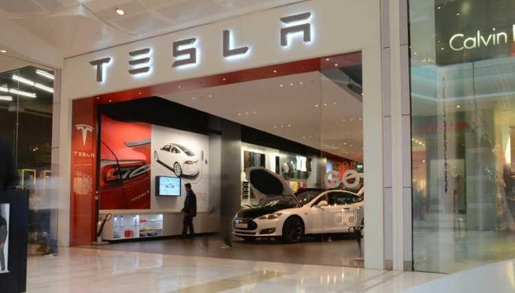 Tesla откроет официальный шоурум в Стамбуле