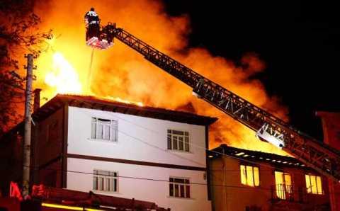 7 домов полностью сгорели после сильного взрыва