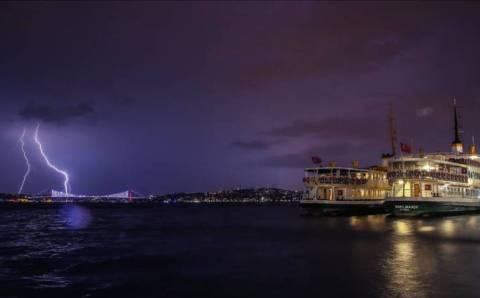 Стамбул ждет ночную майскую грозу, Анталия – снижение жары