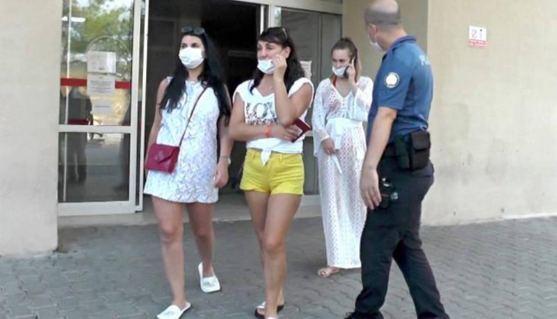 Россиянки оказались в полицейском участке Кемера из-за масок