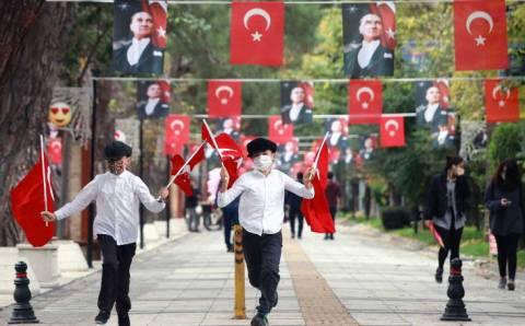 Турция проведет 3 дня по домам