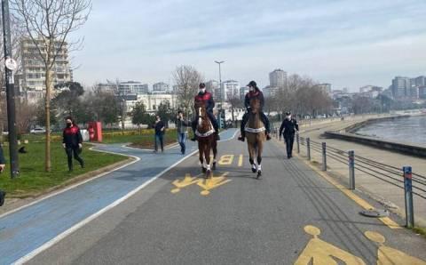 Жители Стамбула массово нарушали комендантский час