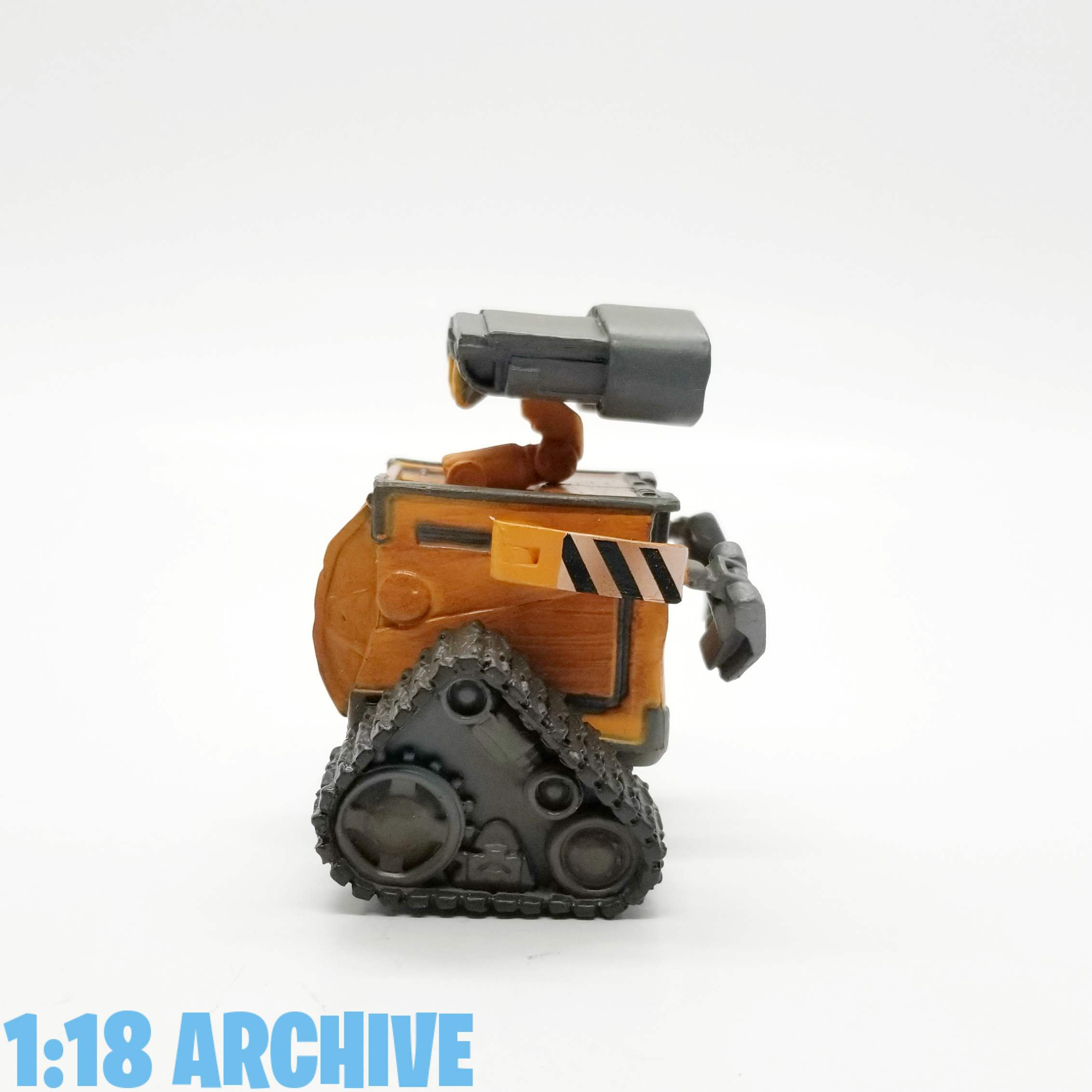 118_Action_Figure_Archive_Droid_of_the_Day_Reviews_Checklist_Guide_Pixar_Disney_Store_Wall-E_playset-Walle