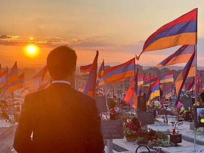European Parliament member visits Yerevan military pantheon (PHOTOS)