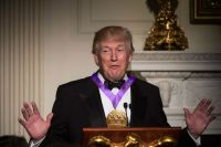 Art Industry News, Weekend Edition: Trump Awards National ...