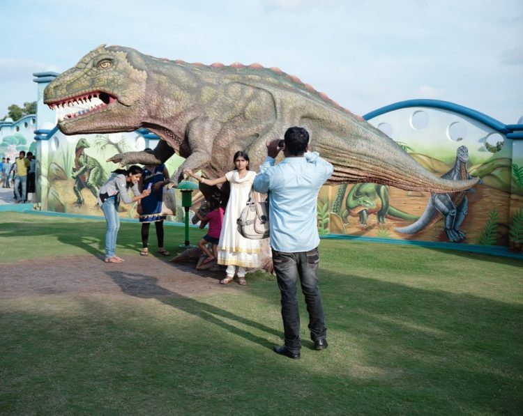 Kalpesh Lathigra,<i>恐龍和照相機</ i>。 由印度藝術提供。