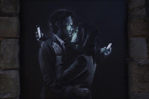 Banksy, <em>Mobile Lovers</em> (2014). <br>Photo: Banksy.