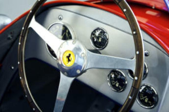Ferrari-Monoposto-Corsa-Indianapoliss-wood-steering-wheel-photo-Joe-Windsor-Williams-autobox.al_