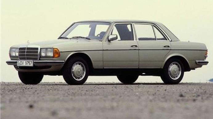 Mercedes-Benz-230E-1