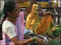 El banco ha ayudado a un gran número de mujeres a establecer pequeñas empresas.