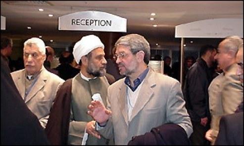 مندوبون إلى مؤتمر المعارضة العراقية يصلون إلى مقر انعقاد المؤتمر في لندن