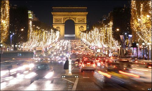 BBC 中文網 | 圖片報導 | 圖輯:世界各地聖誕裝飾