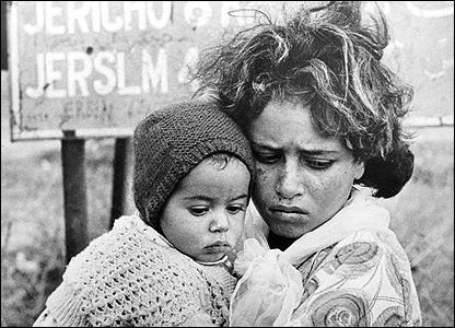 https://i0.wp.com/news.bbc.co.uk/nol/shared/spl/hi/picture_gallery/06/middle_east_palestinian_refugee_children/img/1.jpg