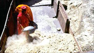 Probing Chinas asbestos workshops  BBC News