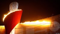 BBC News - Bringing down Beijing's giant Olympic torch