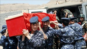 Dead Yemeni guard buried after attack on US embassy in Sanaa (2008)