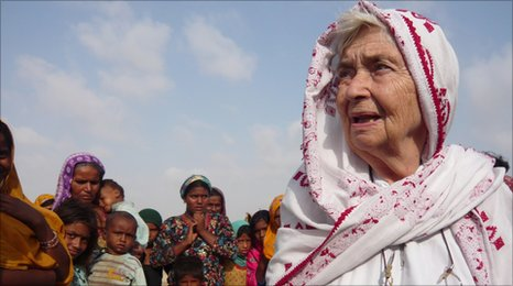 Ruth Pfau with Pakistani flood victims