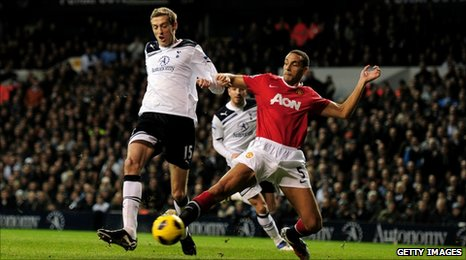 Peter Crouch goes close for Spurs