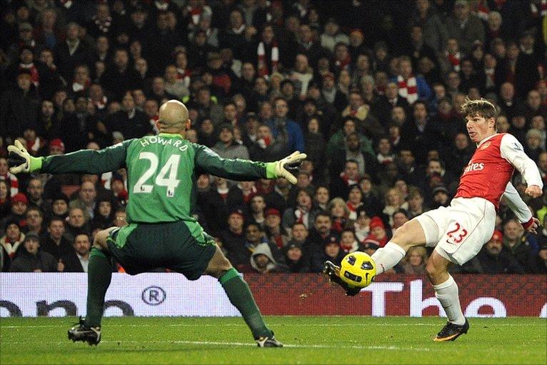 Arsenal's Andrey Arshavin scores