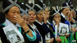 Hmong mourners at the funeral of Vang Pao in Fresno, CA (4 Feb 2011)