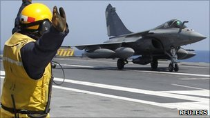 A Rafale fighter jet returns from a mission on the flight deck of France's flagship Charles de Gaulle aircraft carrier - 27 March 2011