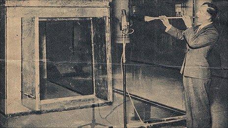 Bandsman James Tappern plays Tutankhamun's trumpet at a BBC recording in 1939