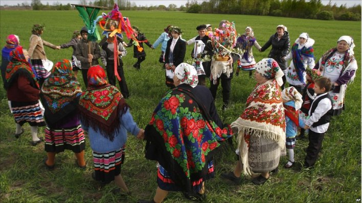 Belarusians dance in a circle in pagan ceremony