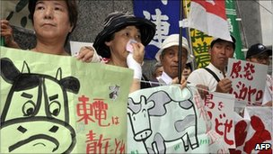 Farmers protesting at TEPCO, Tokyo on August 3, 2011