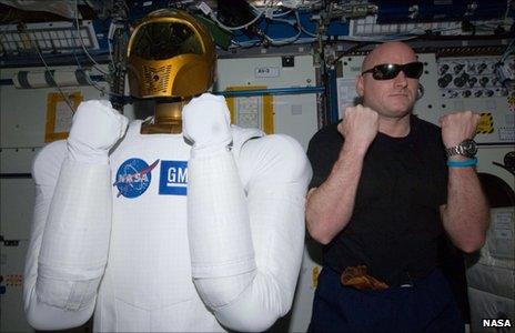 Robonaut 2, Scott Kelly