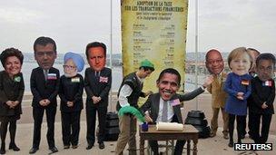 G20 διαδηλωτές με χαρτόνι cut-outs των ηγετών της χώρας