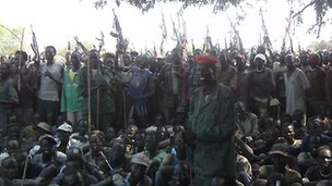 Armed Lou Nuer men in Likwangale listen to South Sudan's Vice-President Riek Machar - 28 December 2011. Photo from Sudan Tribune